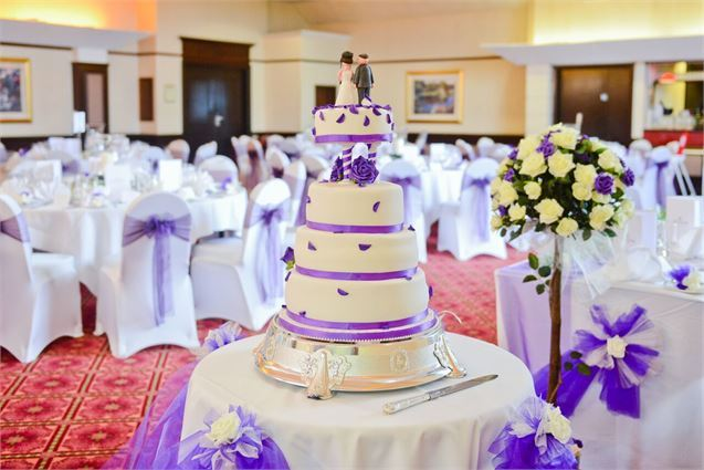 if you want to own a unique one you need to choose the unique cake design at first wedding cake designs arent as difficult as some think - Wedding Cake Design Ideas