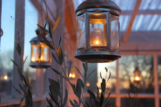 Simple easy outdoor christmas decorating ideas for Outdoor christmas lantern decorations