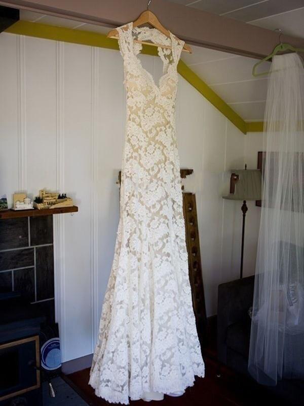 Sheath/Column Sleeveless Lace V-neck Sweep/Brush Train Wedding Dresses