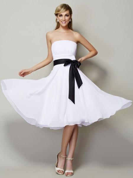 A-Line/Princess Strapless Sleeveless Sash/Ribbon/Belt Short Chiffon Bridesmaid Dresses