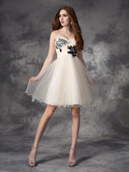 A-line/Princess Sweetheart Applique Sleeveless Short Net Dresses