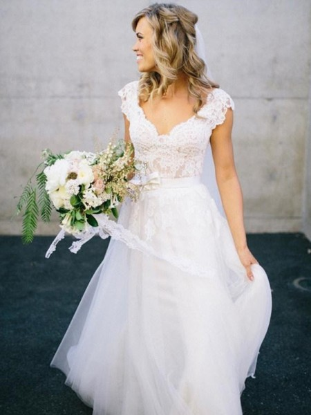 A-Line/Princess V-neck Floor-Length Sleeveless Lace Tulle Wedding Dresses