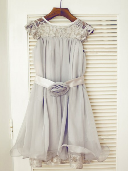 A-line/Princess Scoop Sleeveless Lace Long Chiffon Dresses