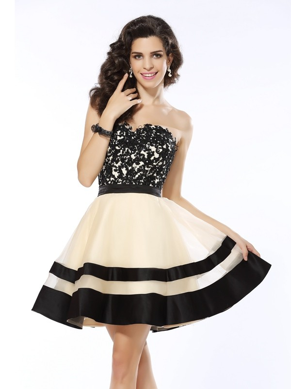 A-Line/Princess Sweetheart Applique Sleeveless Short Organza Cocktail Dresses